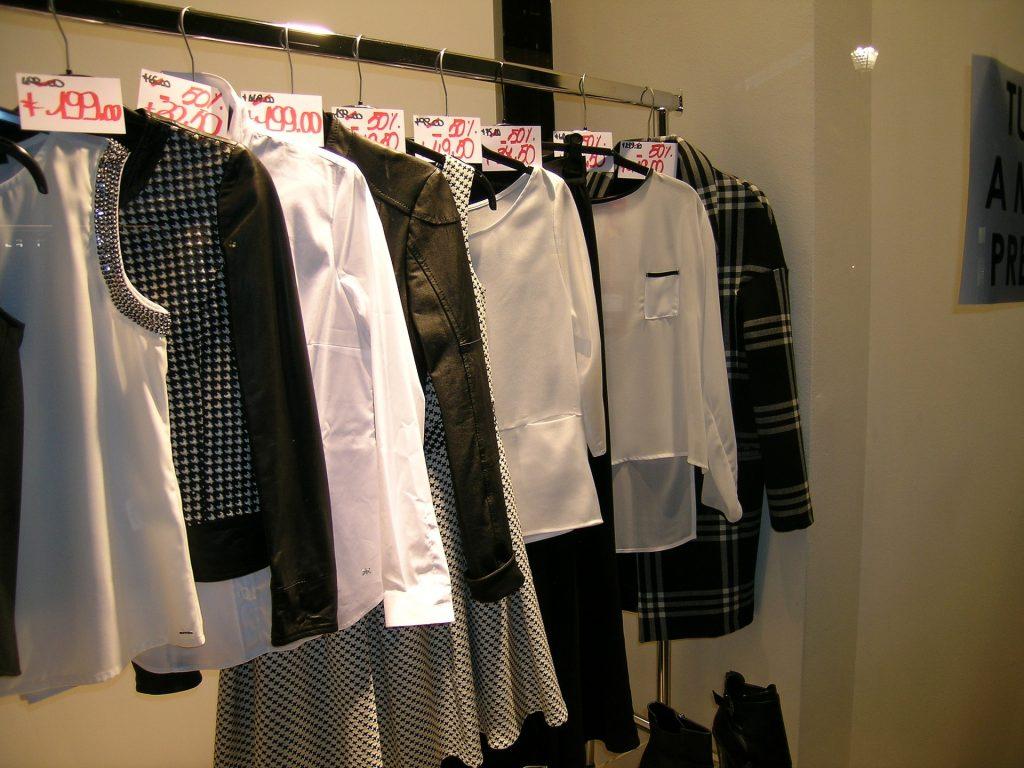 clothes-1624973_1920